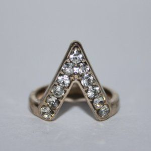 Gold and rhinestone V ring size 5.5